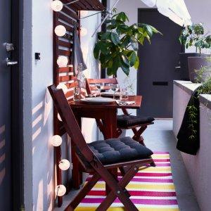 Meble na balkon Ikea drewniane_ Ogród na wiosnę