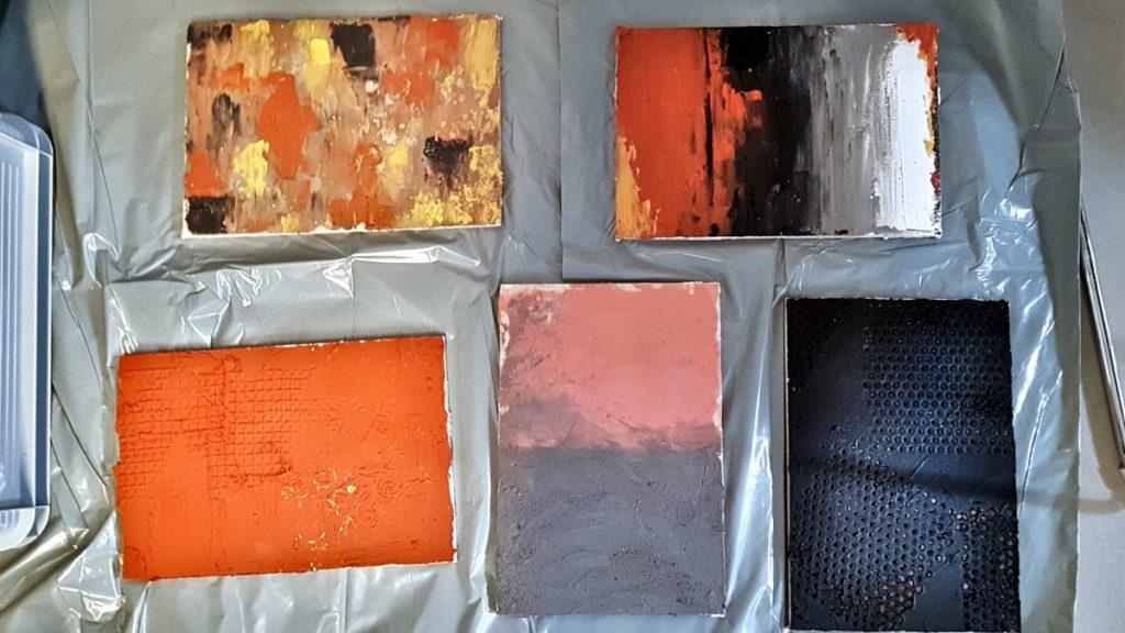 Ecomalta, co na podłogę, okładzina, panele z różnym wykorzystaniem Ecomalty, odciskanie wzorów, panele leżą na foli malarskiej na podłodze