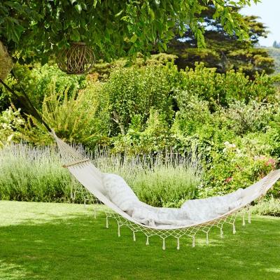 pokój młodzieżowy, hamak, ogród, hamak jysk, wyplatany biały hamak, plecionki