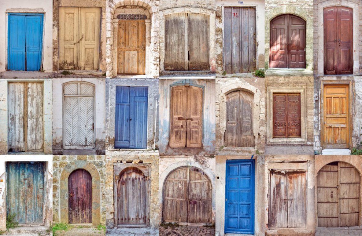Kolorowe drzwi wejściowe, collage z kolorowymi starymi drzwiami