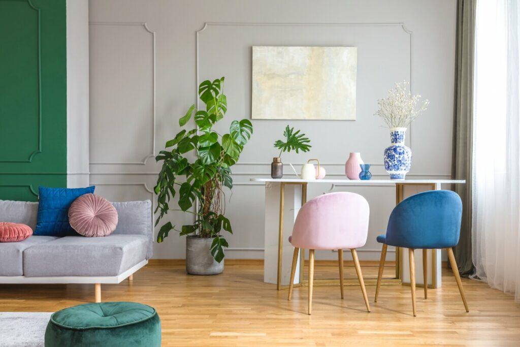 Jak odnowić meble- krzesła z materiałem