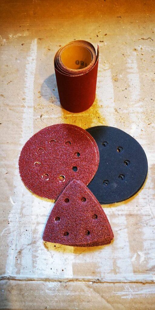 Odnawianie mebli drewnianych- papier do elektronarzędzi do drewna