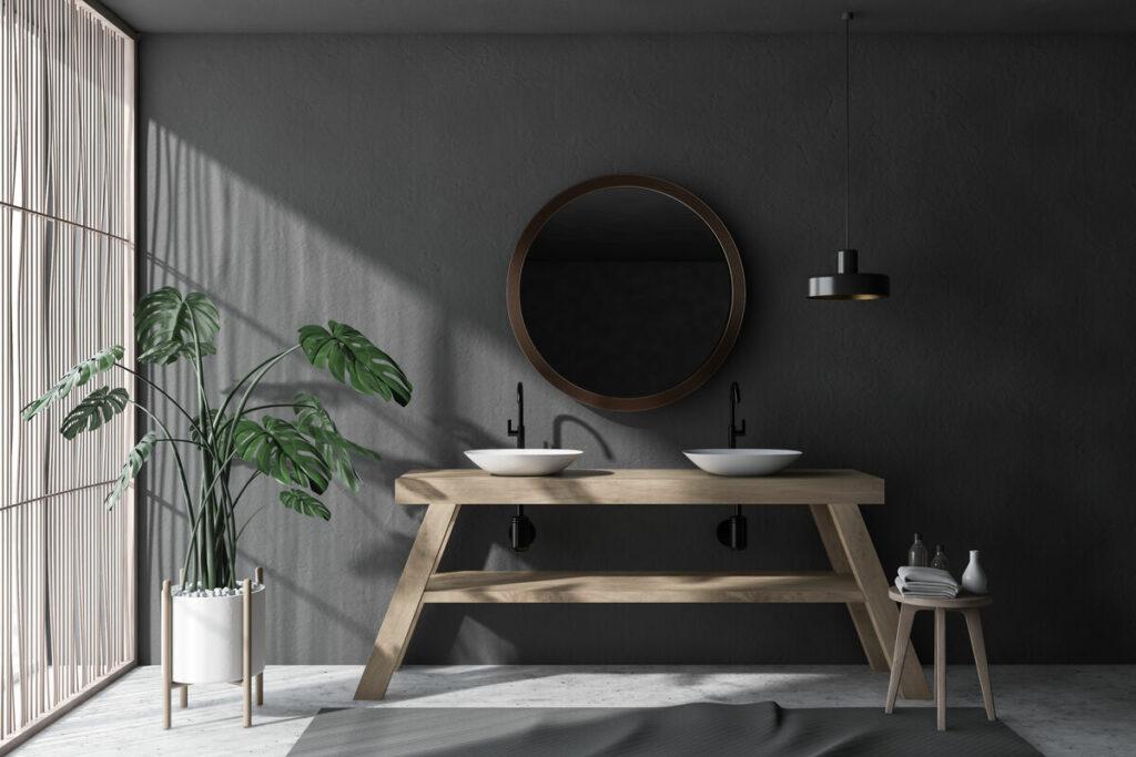Łazienka w kamieniu i stół